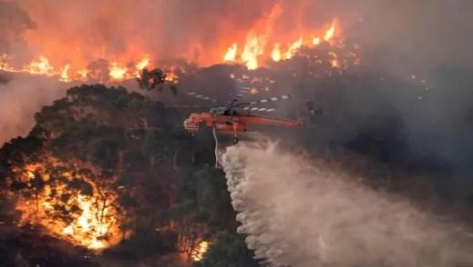 gaszenie pożaru z helikoptera